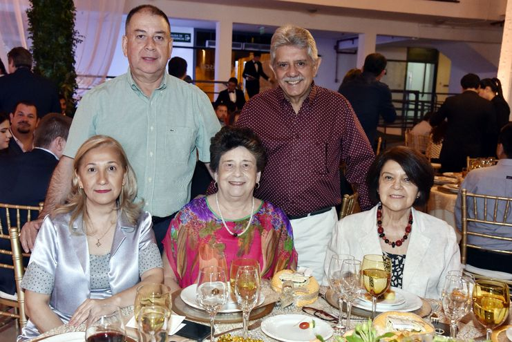 Juan Méndez, Manuel Frutos, Gladys Velázquez,  Carmen de Frutos y Gladys Zarza.