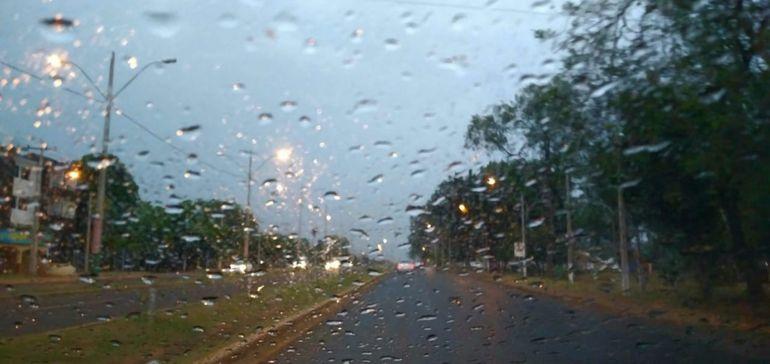 La jornada del domingo será lluviosa y con ocasionales tormentas.