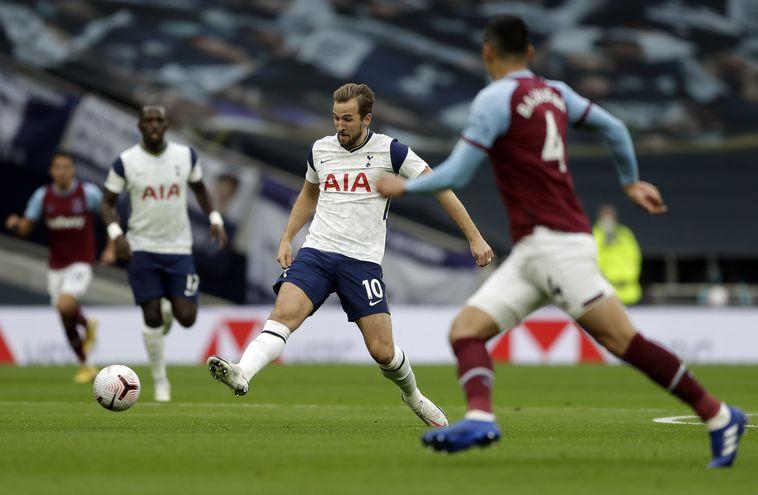 Fabián Balbuena (4) colaboró con un gol en la gran remontada del West Ham ante el Tottenham.