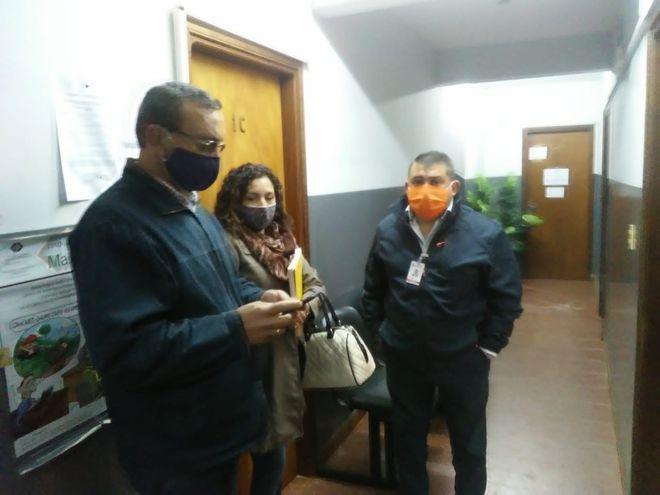 Intendente Luis Yd denuncia atropello a oficina municipal por parte de tres concejales.