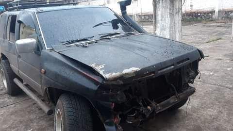 La camioneta Nissan Terrano que estaba conducida por un ebrio y mantuvo en zozobra a los conductores del Acceso Sur