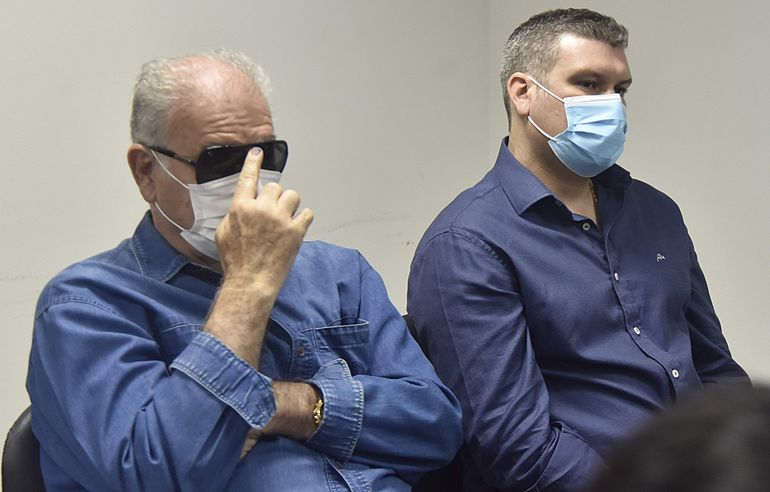Ramón González Daher y su hijo Fernando González Karjallo durante la audiencia del lunes último..