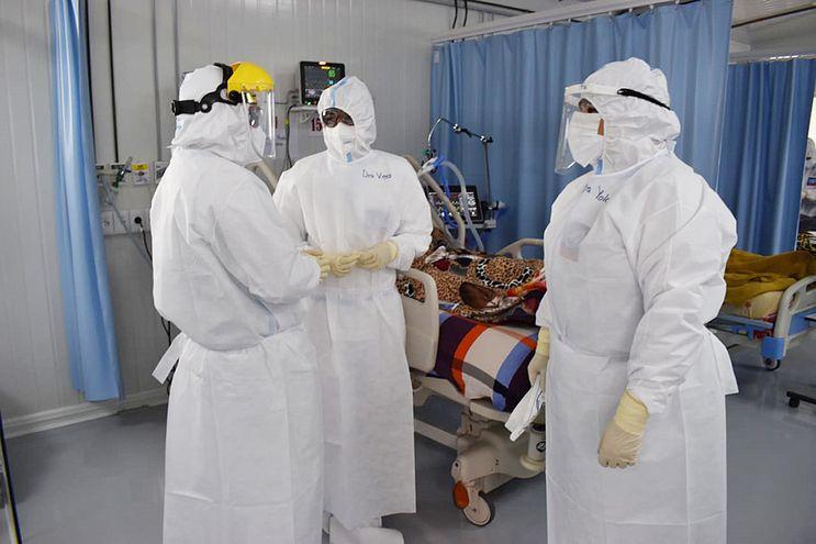 La cantidad de guantes que se utilizan en el Hospital Nacional de Itauguá es enorme, y si reciben 10.000 les alcanza para una semana porque tienen más de 23 servicios con 750 camas.