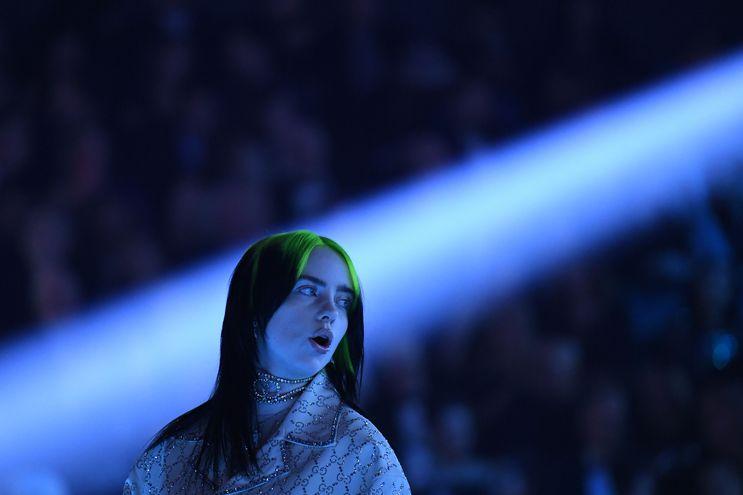 Billie Eilish actúa durante la gala de los premios Grammy, el domingo.
