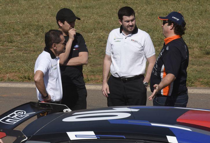 Marcelo Toyotoshi, Augusto Bestard, Alejandro Galanti y Diego Domínguez conversando amenamente.