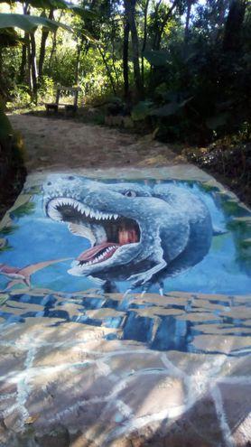 También ha pintado murales y dado vida a parques temáticos.
