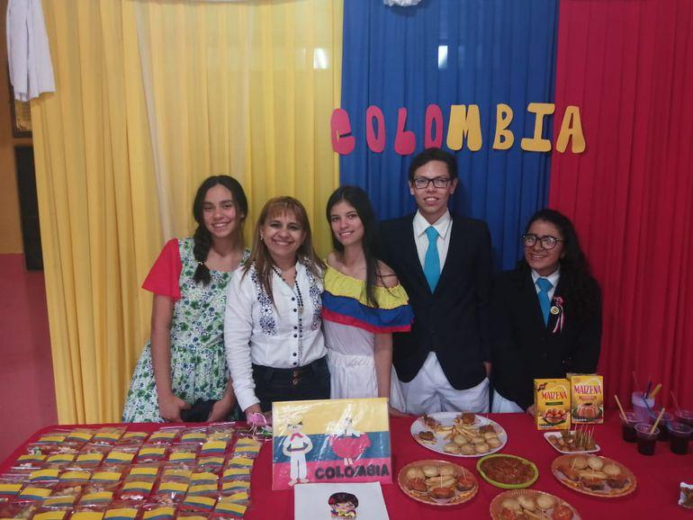 Estudiantes festejaron el Día del Folclore paraguayo en Luque.