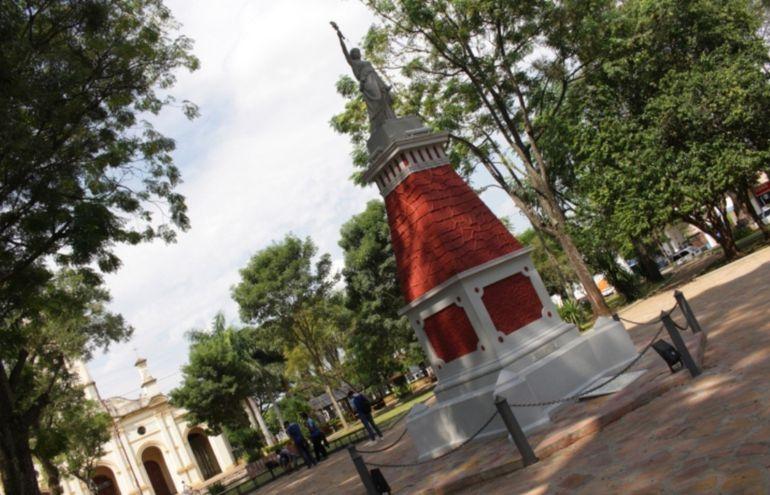 Estatua de la Libertad, Villarrica, Paraguay    (SouthAmericanPostcard.com)