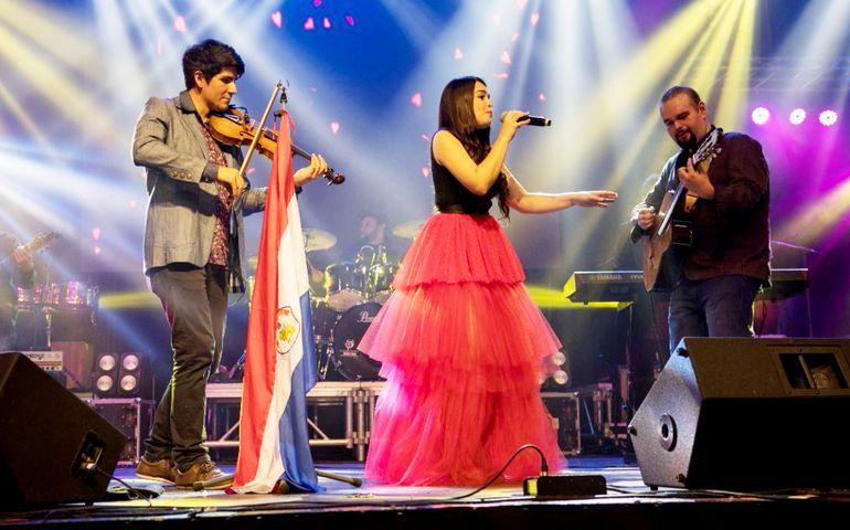 Juanchi Álvarez, Meli Hicks y Fernando Garbarino conforman el trío Tekove, que hoy presentará sus nuevas canciones en el Teatro del BCP.