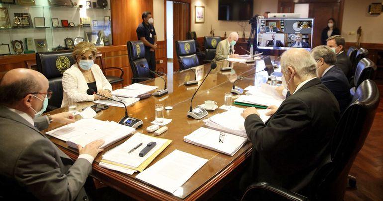 Listado final de los 26 escribanos que elegirán en tribunales  la localidad de sus asientos registrales, este mediodía.