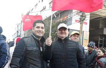 Alfonso Romero (izquierda) desde el domingo pasado encabeza manifestaciones en favor de Mario Abdo Benítez.