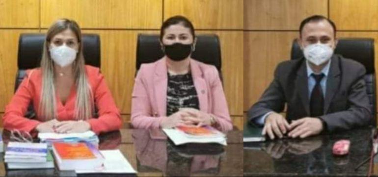 Los jueces, Emilia Santos, Flavia Lorena Recalde y Milciades Ovelar, durante el juicio oral y público.