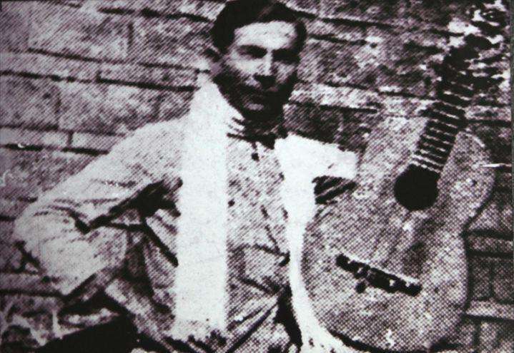 El cantautor y poeta popular Emiliano R. Fernández, «Emilianore».