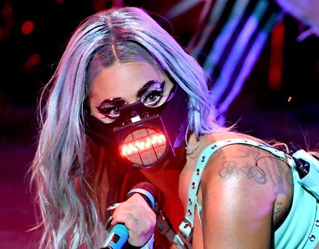 Lady Gaga durante su actuación en los MTV VMA de este año.
