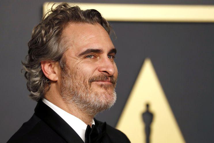 """Joaquin Phoenix luego de haber ganado el premio Óscar al mejor actor por """"Guasón""""."""