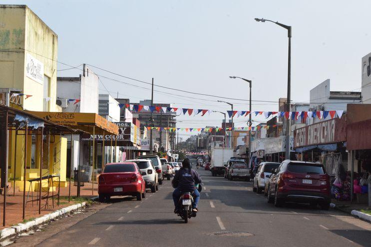 Calles desiertas y comercios cerrados es la imagen que ofrece el nuevo circuito comercial.
