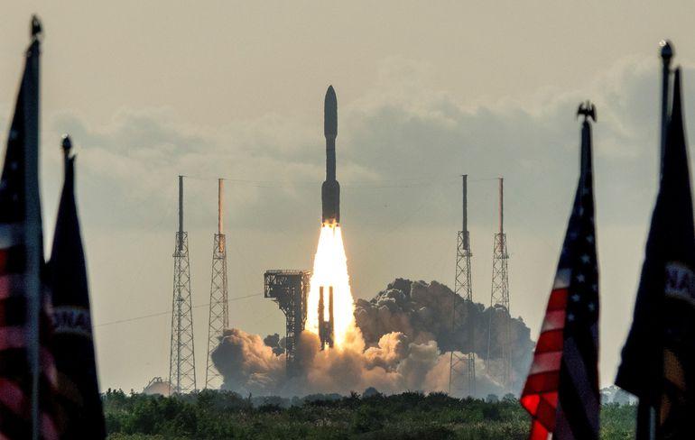 """El nuevo rover de Marte, también conocido como """"Perseverance"""", despegó hoy desde Cabo Cañaveral en Florida en dirección al Planeta Rojo con la misión de encontrar vida microscópica ya sea presente o pasada sobre la superficie marciana."""