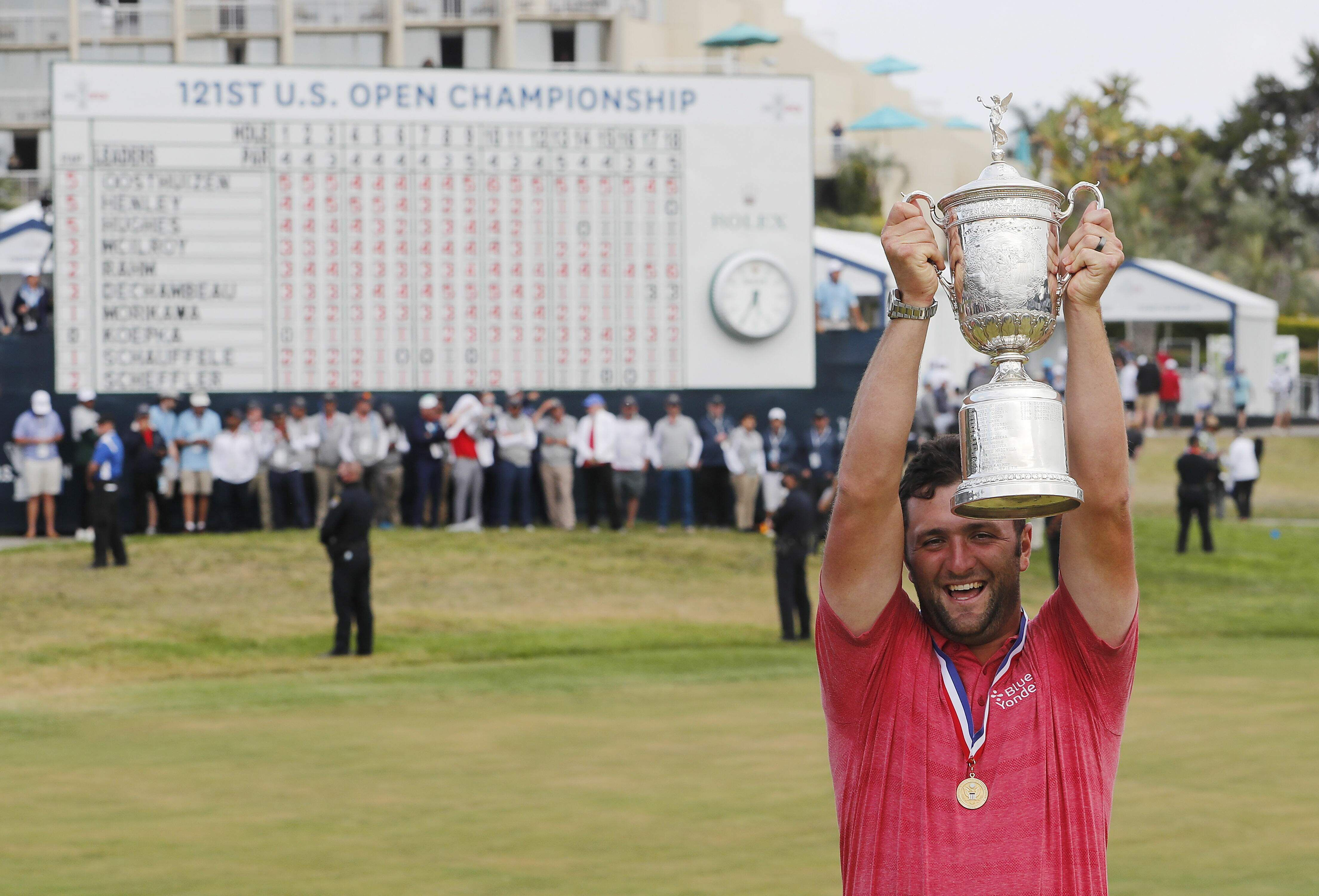 San Diego (United States), 20/06/2021.- Jon Rahm of Spain celebrates with the US Open Championship Trophy after winning the 2021 US Open golf tournament on the South Course of the Torrey Pines Golf Course in San Diego, California, USA, 20 June 2021. (Abierto, España, Estados Unidos) EFE/EPA/ERIK S. LESSER