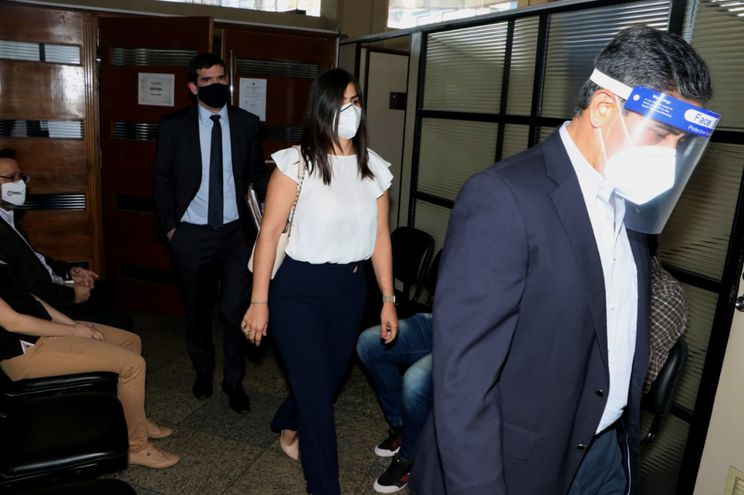 Justo Ferreira Servín y su hija Patricia Ferreira Pascottini, cuando se presentaron ante la Fiscalía Anticorrupción para la declaración indagatoria.