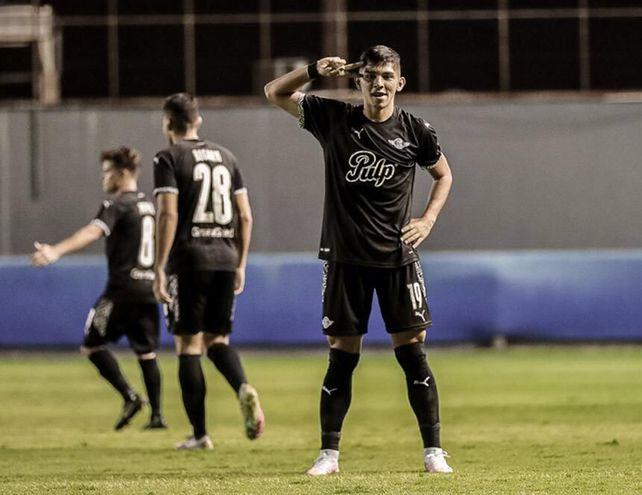 El juvenil Julio Encisco marcó el primer tanto de Libertad el domingo.