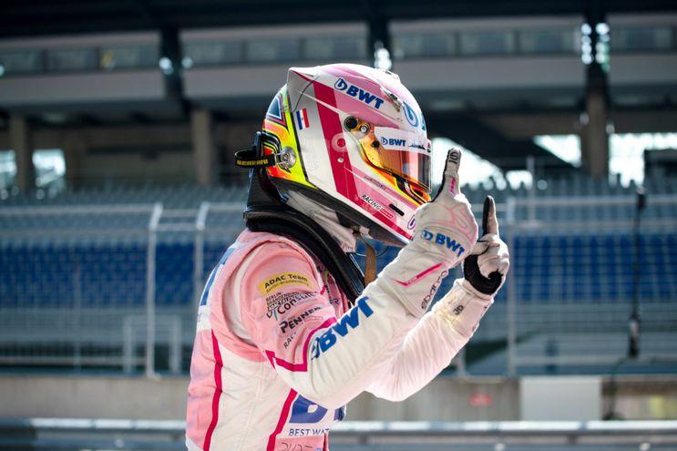 Joshua Duerksen festeja el triunfo en el circuito Red Bull Ring de Austria.