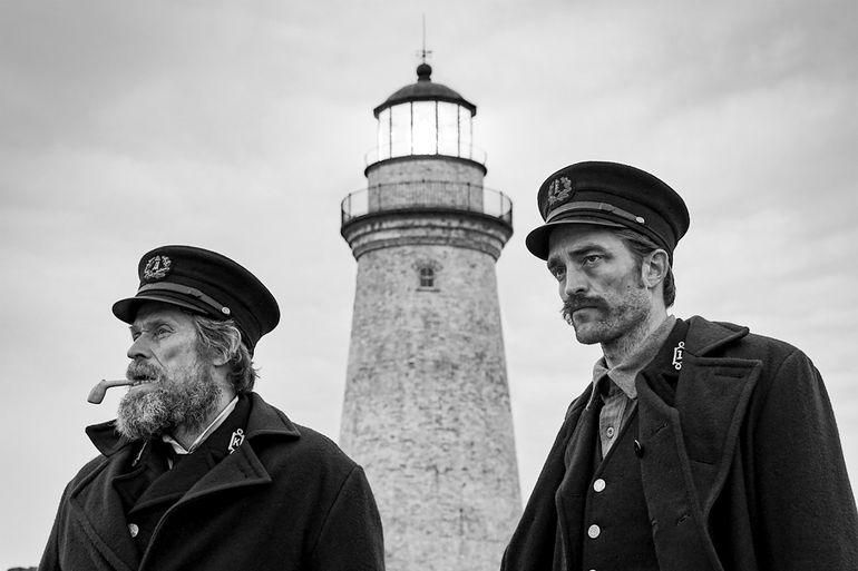 "Willem Dafoe y Robert Pattinson en ""The Lighthouse""."