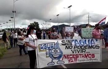 """Los usuarios de agua potable piden que se priorice el reclamo por """"Sin agua no pueden vivir"""""""
