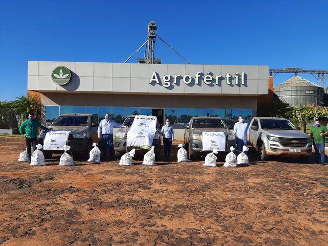 """Distribución de los kits de alimentos de la campaña """"Juntos sumamos"""" desde el Silo Liberación de Agrofértil."""