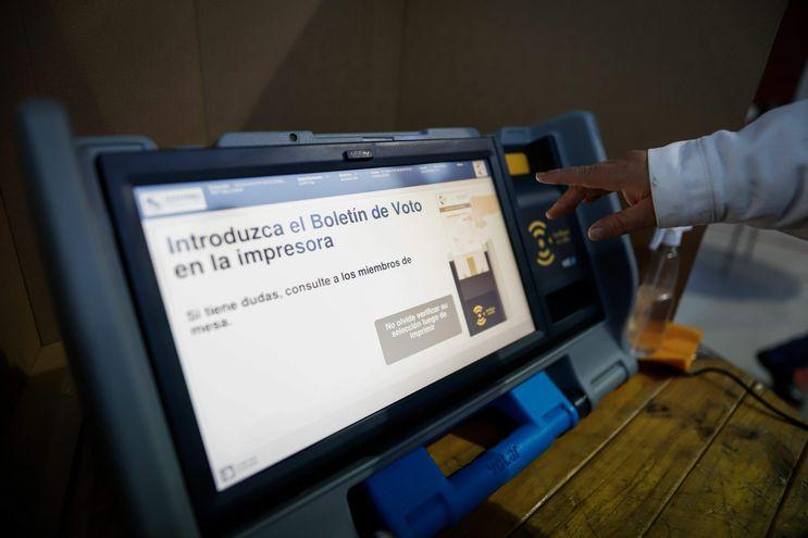 ASUNCIÓN (PARAGUAY). Máquinas de votación. EFE/Nathalia Aguilar