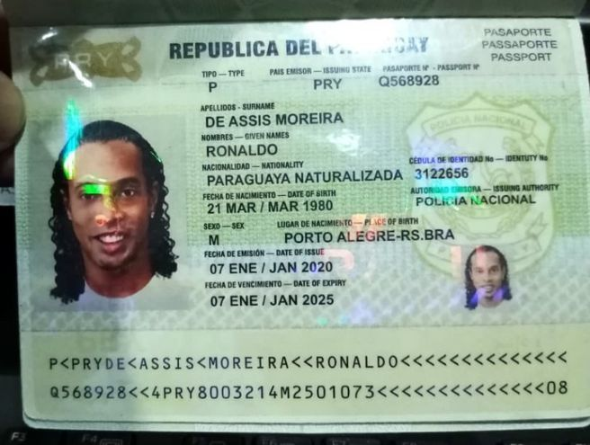 Pasaporte falso con el que Ronaldinho entró a Paraguay.