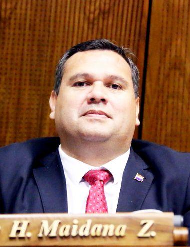 El diputado Derlis Maidana (ANR, cartista), titular de la Comisión de Asuntos Constitucionales, dilata las expulsiones.