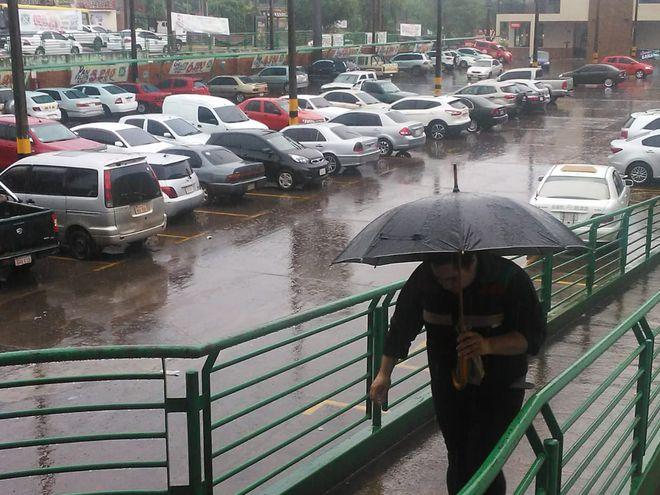 Una mansa lluvia cae en Itapúa.