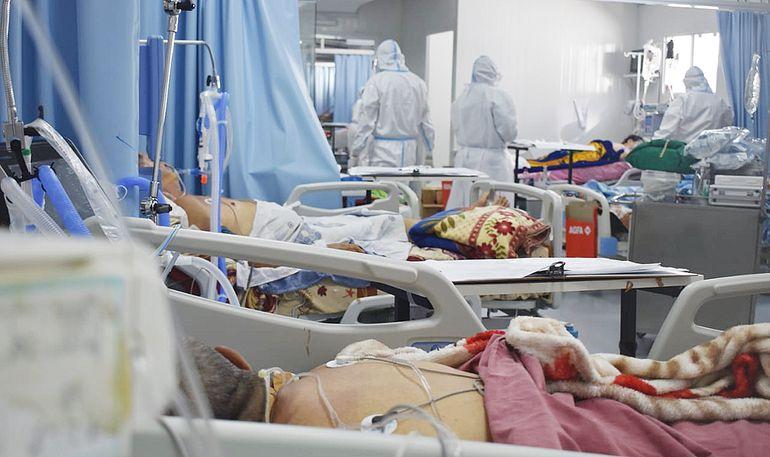 Muchos médicos y personal de enfermería se encuentran internados por coronavirus.