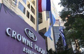 visitantes-de-negocios-y-de-turismo-eligen-el-crowne-plaza--211525000000-1728158.jpg