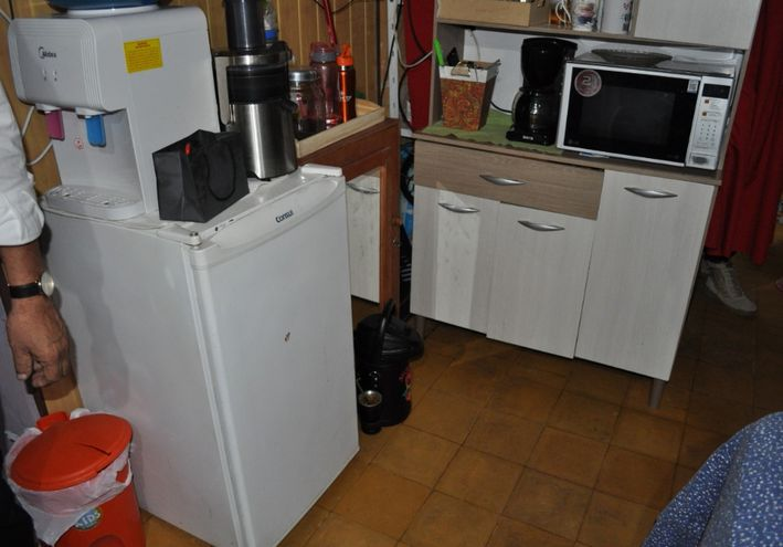 """La celda """"VIP"""" tenía electrodomésticos y otras comodidades."""