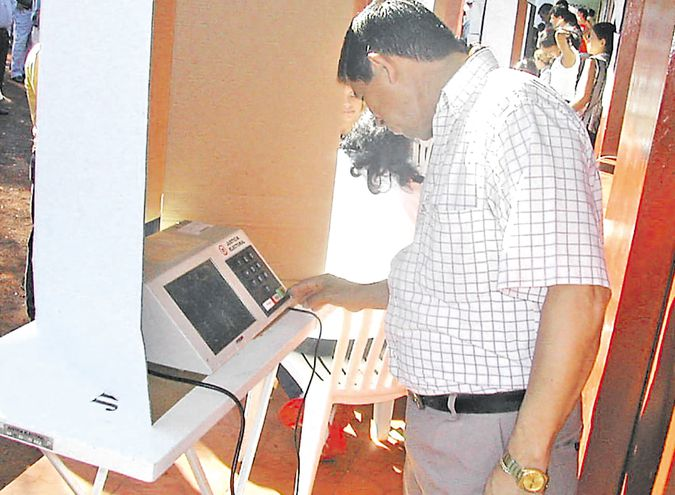 El voto electrónico, que ya se utilizó hasta las internas coloradas de 2006 (foto), vuelve ahora y da mayor protagonismo al elector, al facilitar el desbloqueo de las listas sábana.