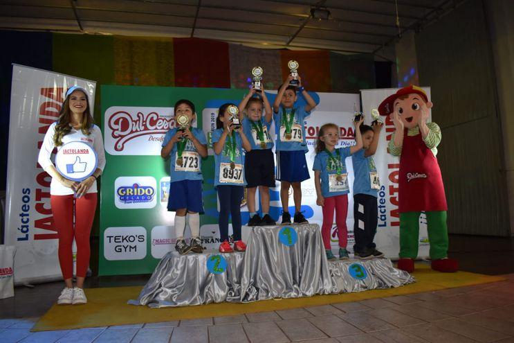 Los niños fueron las estrellas de la competencia de atletismo.