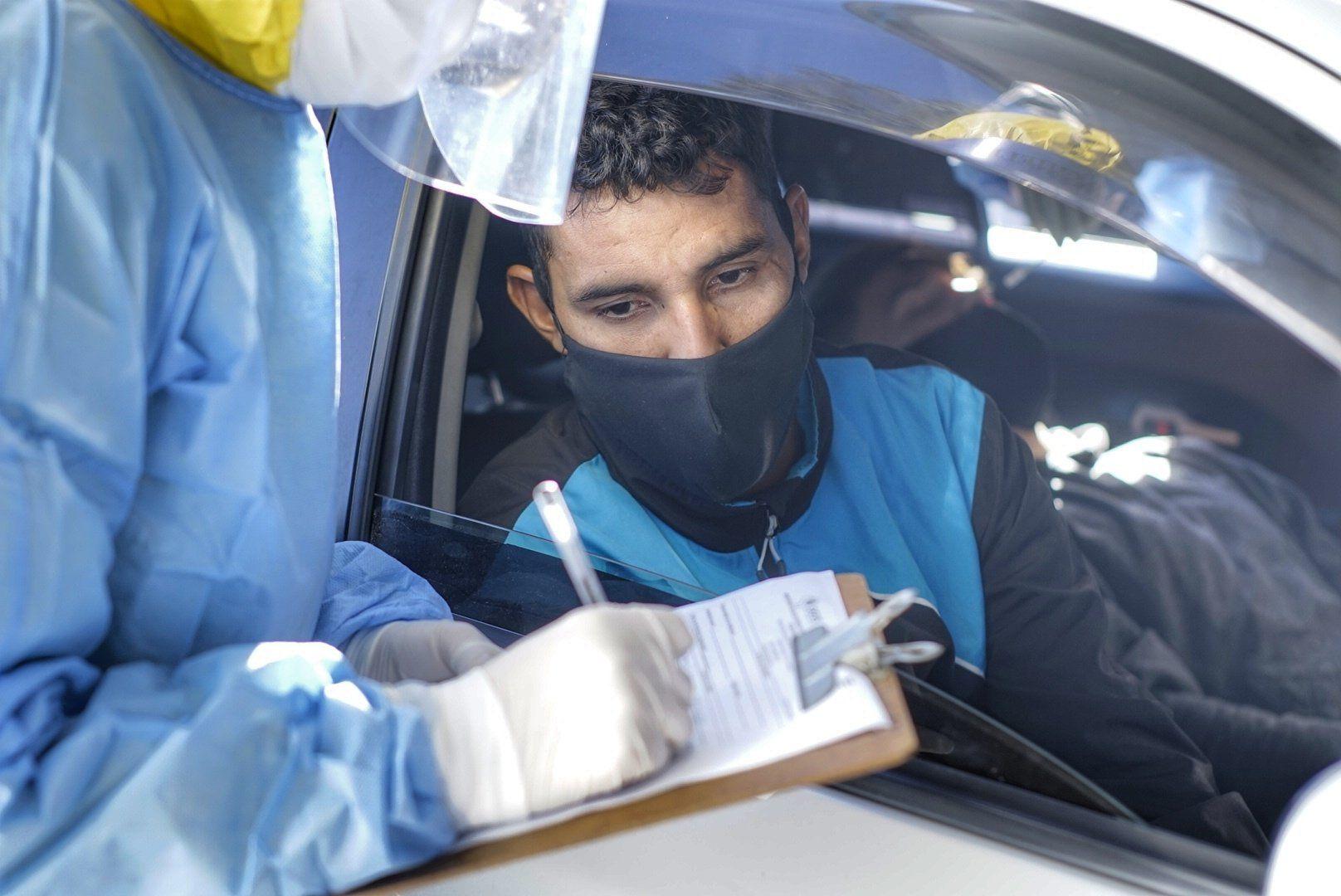 Marcos Gamarra, lateral de General Díaz, durante las pruebas de coronavirus en el Arián Jara.