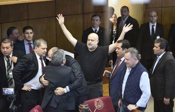 Tras el escándalo de la semana pasada, Enrique Riera dijo haberse arrepentido y Paraguayo Cubas argumenta que él no realizó ninguna agresión física y no deberían darle una sanción.