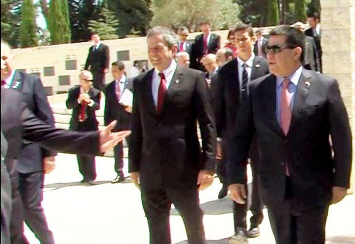 Darío Messer, actualmente preso en Brasil, y el expresidente Horacio Cartes, recorriendo Israel durante el  gobierno del segundo.
