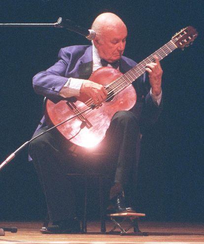 Uno de los últimos conciertos de Cayo Sila Godoy, en 2001. Además de intérprete y arreglador, el guitarrista compuso varias obras.