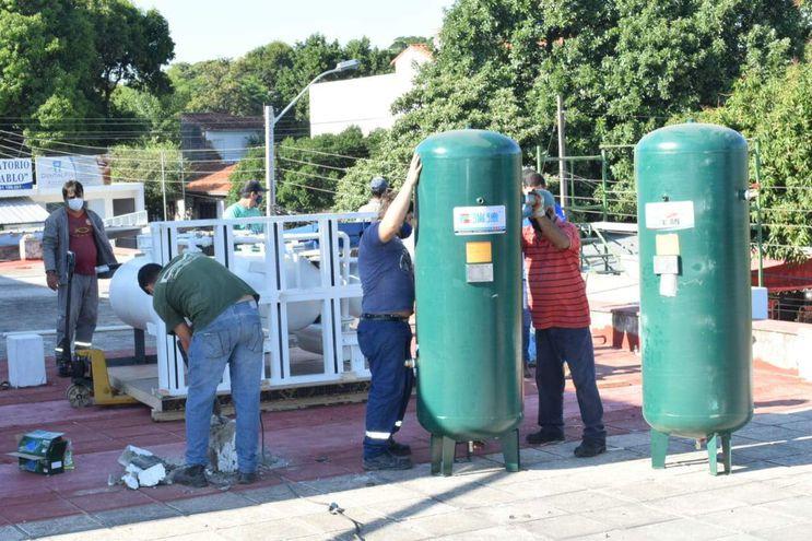 Preparativos para la recientemente inaugurada planta de Oxígeno en Villa Elisa.