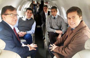 nicanor-hugo-velazquez-marito-y-luis-castiglioni-ayer-antes-de-emprender-viaje-con-destino-a-la-paz-en-vuelo-privado-el-presidente-electo-retorn-221336000000-1732492.jpg