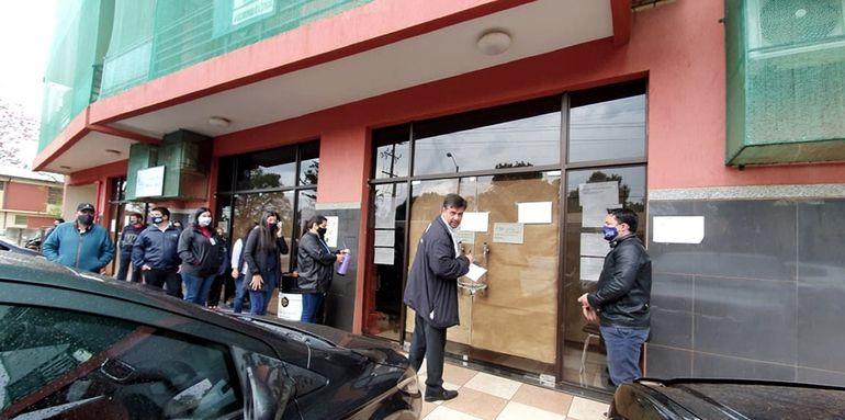 En la mañana de ayer reabrieron las puertas del juzgado de Hernandarias para reiniciar labores.
