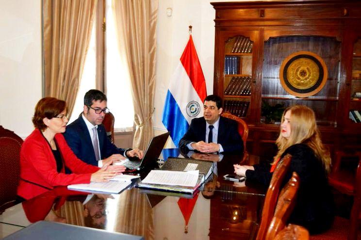 El 14 de agosto último, el vicepresidente Hugo Velázquez (c),  declaraba ante  tres fiscales.