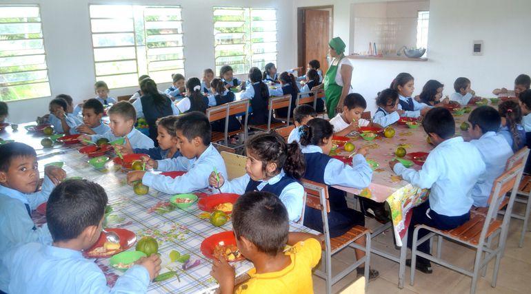 El Ministerio de Educación quiere garantizar que el almuerzo escolar siga llegando a las escuelas incluso cuando los intendentes sean sancionados por Contraloría.