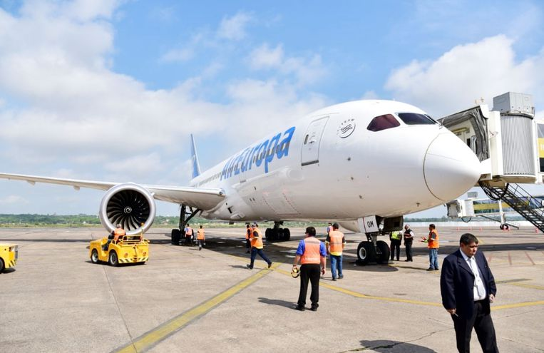 Air Europa presentó ayer la nave Boeing 787-8 para próximos vuelos directos  a España.