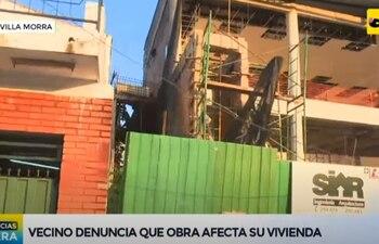 Construcción que un vecino de Villa Morra denuncia le causa molestias por los ruidos. (Captura de ABC  TV).