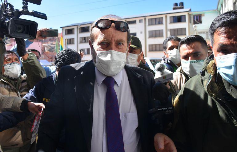El exministro de Salud de Bolivia, Marcelo Navajas (c).