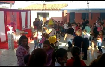 Los maestros y voluntarios, se encargaron de preparar numerosas atracciones, para deleitar a los niños en su día.